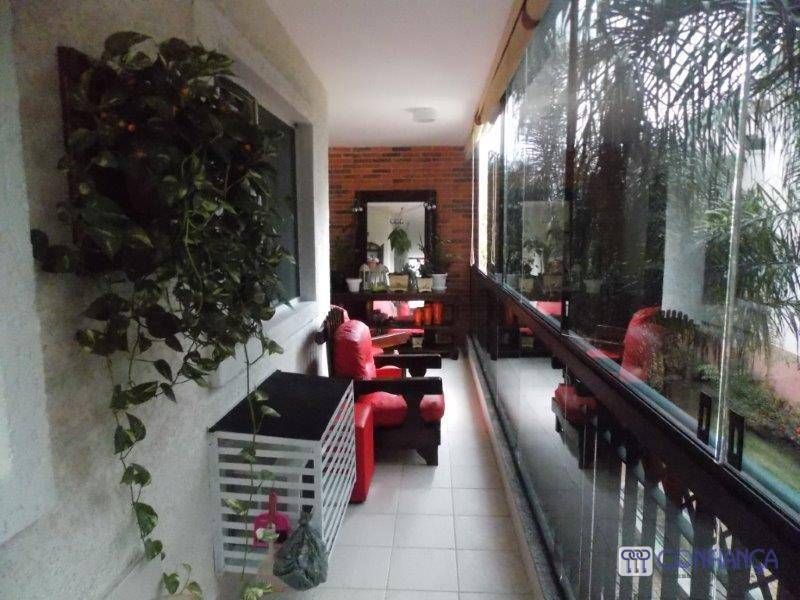 esplendoroso apartamento composto de 4 ótimos quartos, sendo 1 belíssima suite com lindo armário planejado, cozinha...