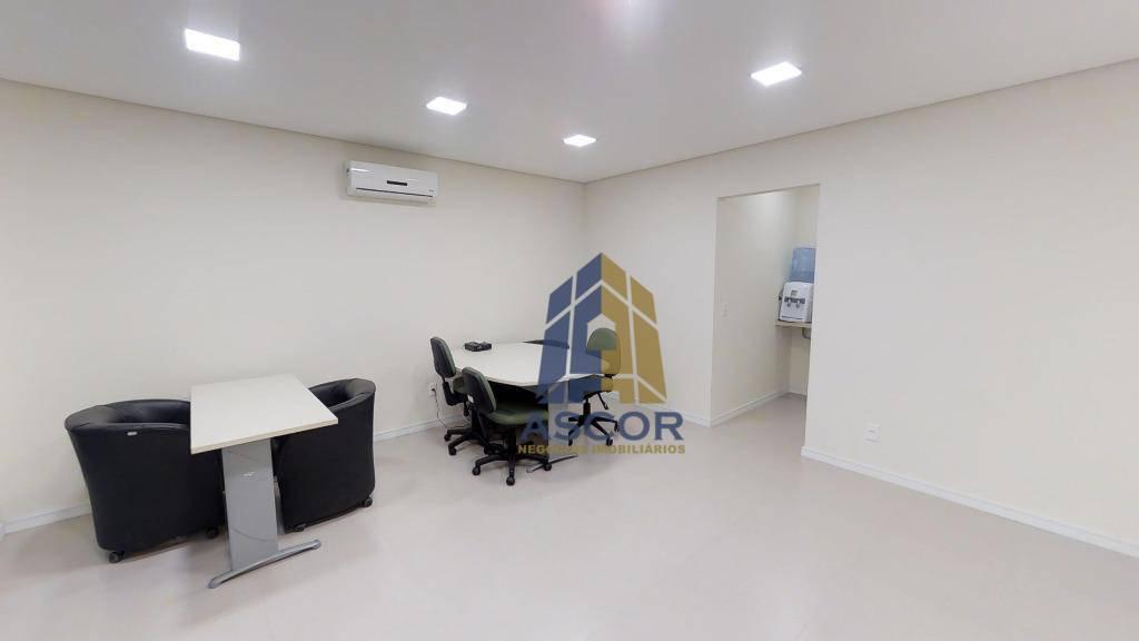 Sala comercial disponível para venda e Locação no Centro de Florianópolis.