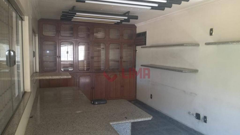 Casa com 3 dormitórios para alugar por R$ 4.000/mês - Vila Serrão - Bauru/SP