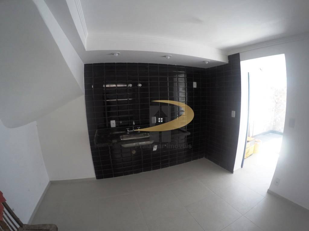 Sobrado com 3 dormitórios à venda, 210 m² por R$ 790.000,00 - José Menino - Santos/SP