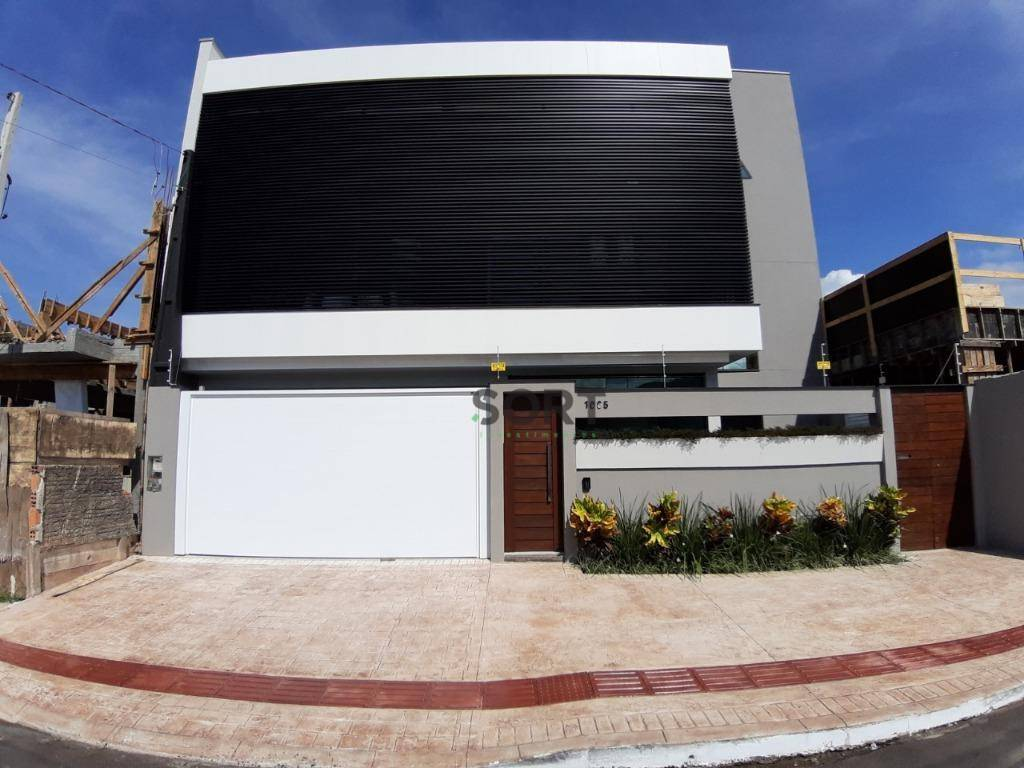 Sobrado 225 m², 3 suítes sendo 1 master, 2 vagas de garagem , Balneário Camboriú