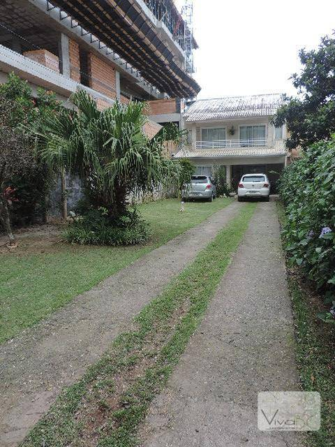 Locação Anual - Casa de 2 pavimentos, 3 dorm(1 suíte), piscina e vagas para 5 carros, Mobiliada.