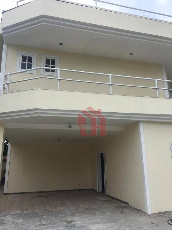 Sobrado triplex com 500m2, com 5 dormitórios, sendo 4 suítes, piscina, Praia de Pernambuco, Guarujá.