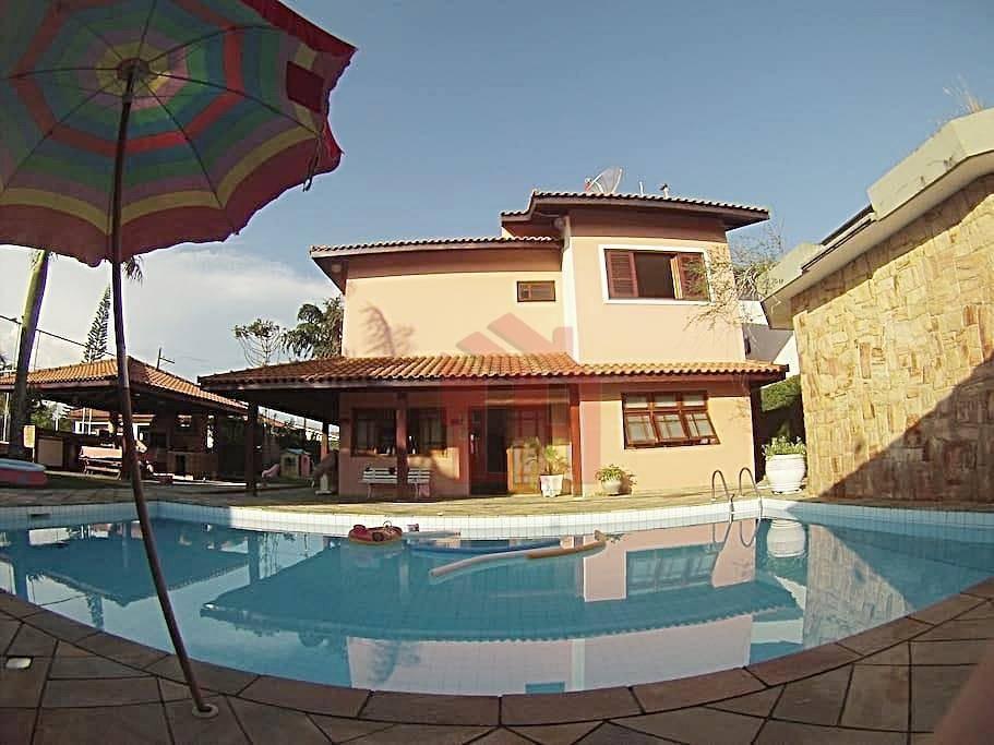 Sobrado residencial à venda, Nova Itanhaém, Itanhaém, 4 Suítes, Piscina e Campo de Futebol