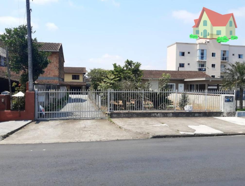 Sobrado à venda  no Iririú - Joinville, SC. Imóveis