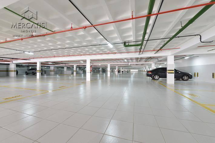 subsolo com estacionamento integrado às duas torres