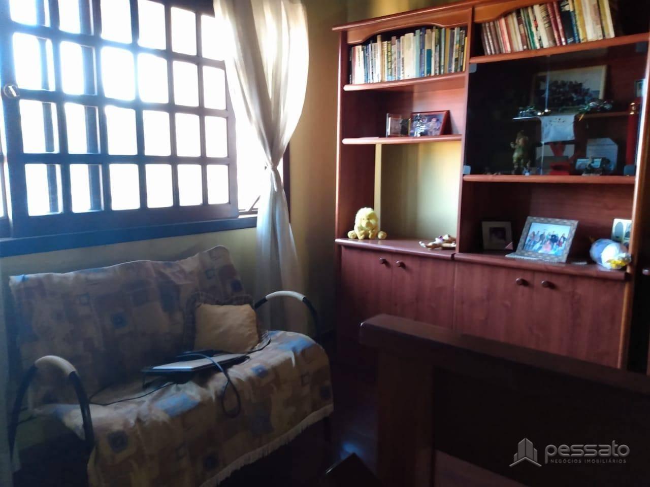 casa 4 dormitórios em Gravataí, no bairro Bom Princípio