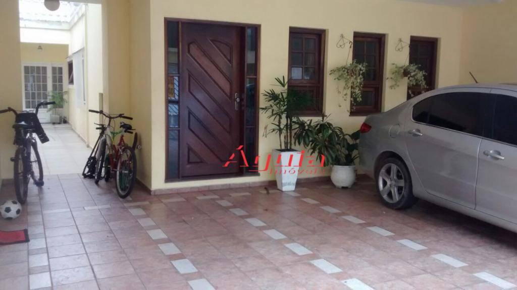Sobrado com 3 dormitórios à venda, 224 m² por R$ 890.000 - Campestre - Santo André/SP