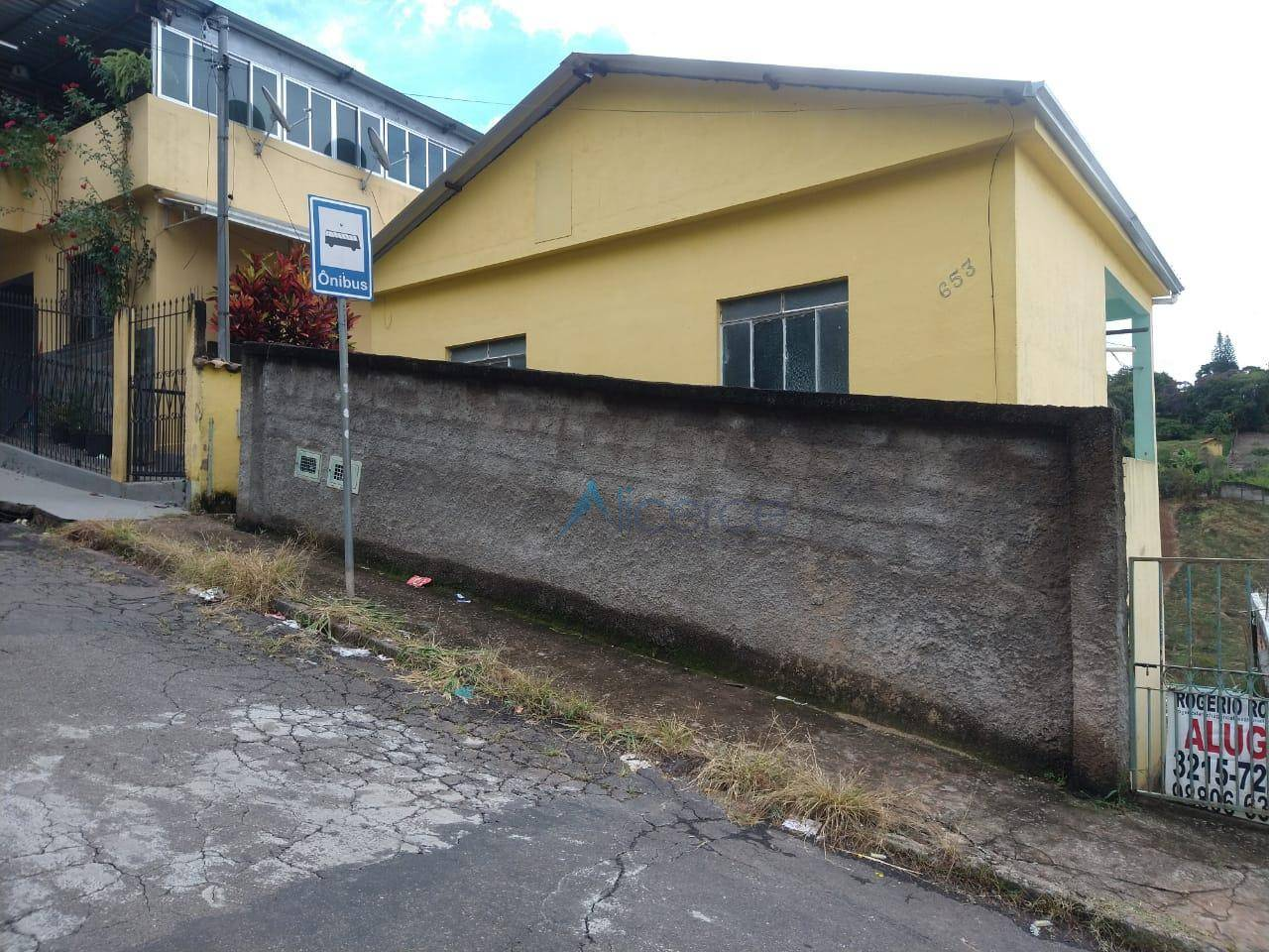 Casa com 2 quartos para alugar, 60 m² por R$ 600/mês - Parque Guarani - Juiz de Fora/MG