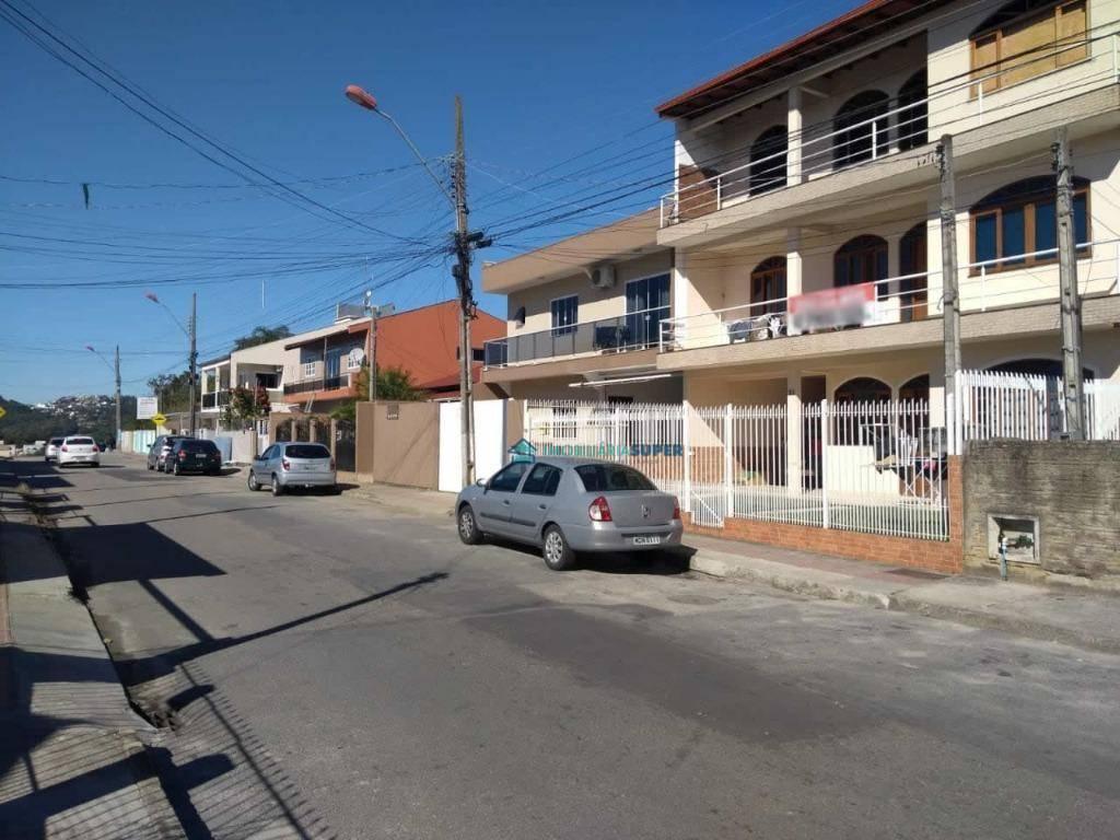 Prédio com 5 apartamentos à venda no bairro Forquilhas