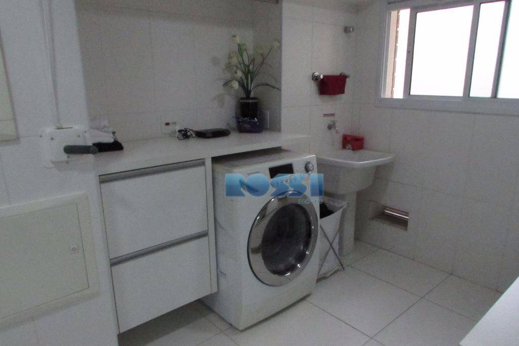 construtora cyrela.lindo apartamento, fino acabamento contendo 3 dormitórios, 3 suítes sendo 1 máster com closet, lavabo,...