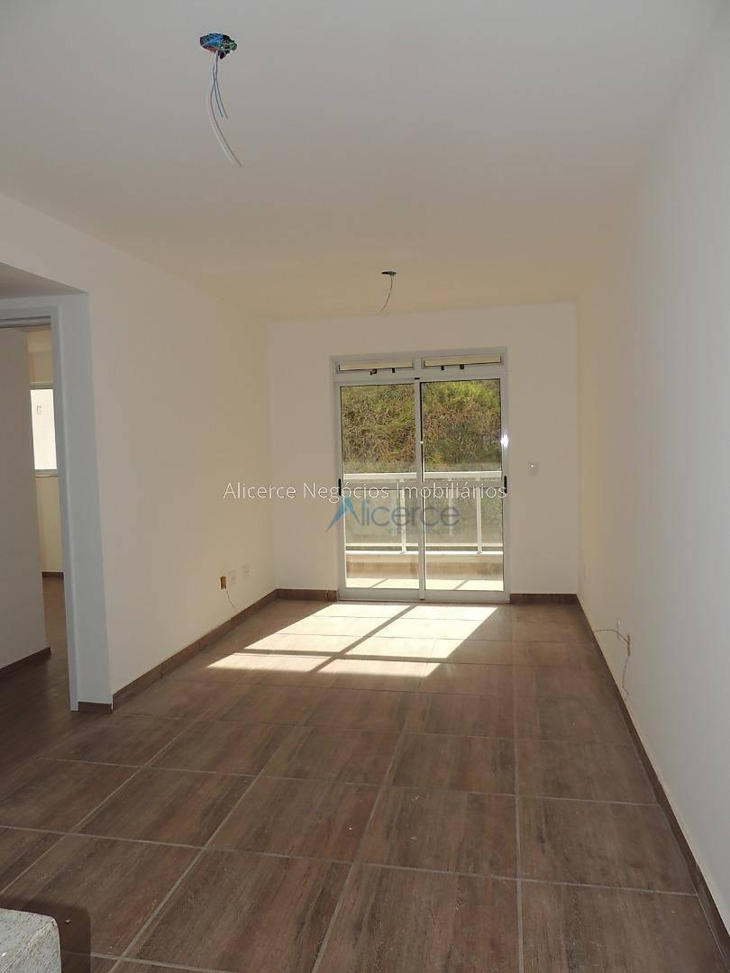 Apartamento com 2 dormitórios para alugar, 60 m² por R$ 800/mês - Recanto da Mata - Juiz de Fora/MG