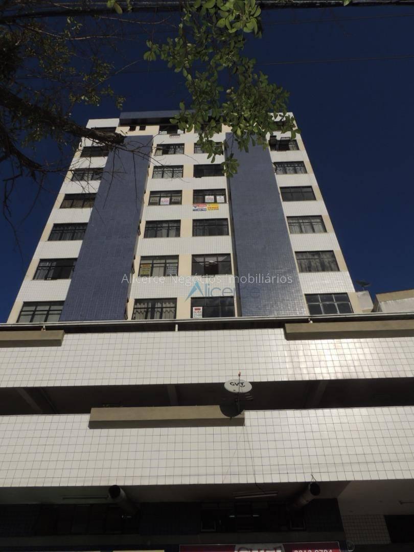 Kitnet com 1 dormitório para alugar, 35 m² por R$ 750,00/mês - Centro - Juiz de Fora/MG