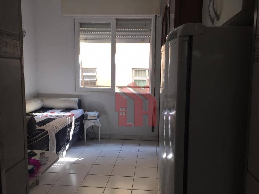 Kitnet de 22m2, com sala-quarto, no Centro de São Vicente