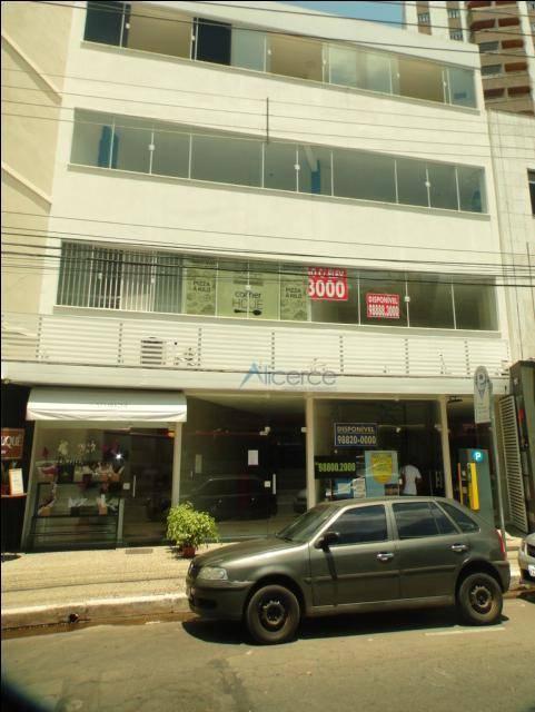 Excelentes lojas na Av. Presidente Itamar com ótima circulação de pessoas.
