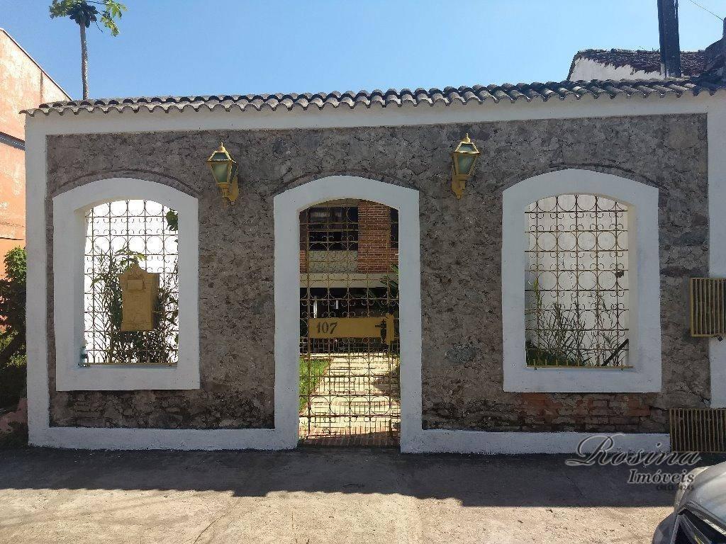 belíssima residência no centro de antonina, construída em um terreno de 338,40m², alto padrão, toda a...