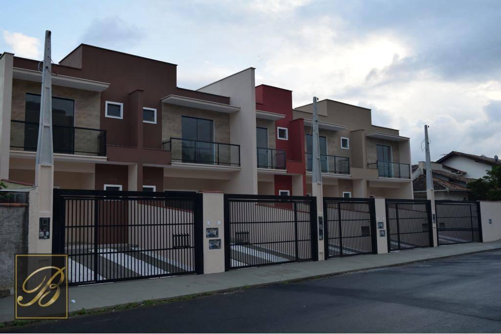 Sobrado com 3 dormitórios à venda, 110 m² por R$ 397.000,00 - Glória - Joinville/SC