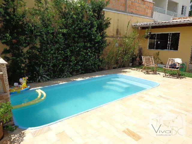 Ótima Casa de 2 pavimentos com 3 Dormitórios(sendo 2 Suítes) vaga para 2 carros, com piscina e amplo Jardim - No Sta. Regina 3.