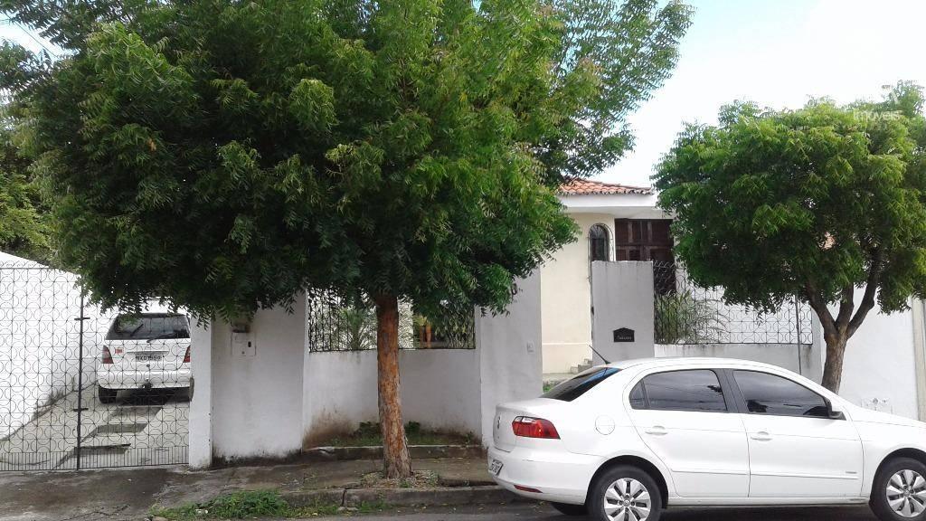 Casa residencial para locação, 3 Suítes, Cidade dos Funcionários, Excelente Localização.