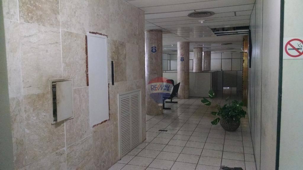Salas com 412m² de área total em Santo Antônio, Recife.