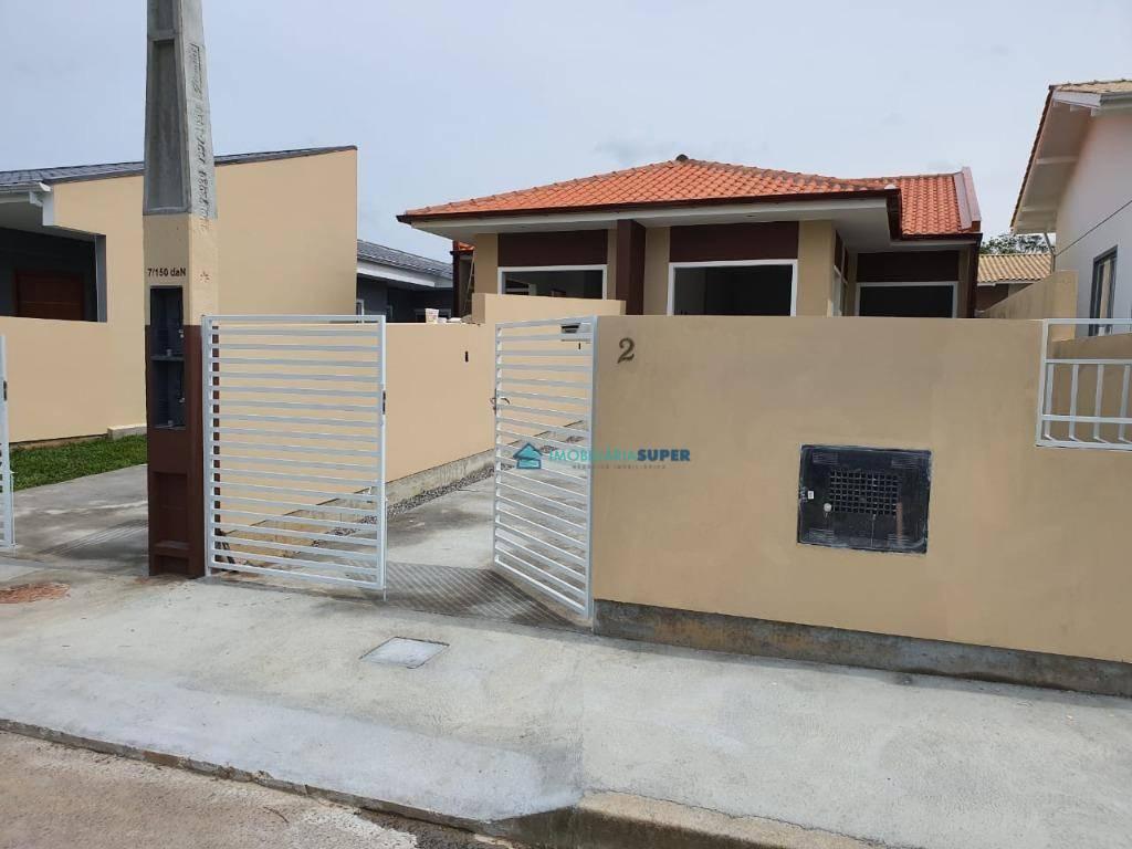 Casa geminada de 2 dorms à venda no bairro Forquilhas