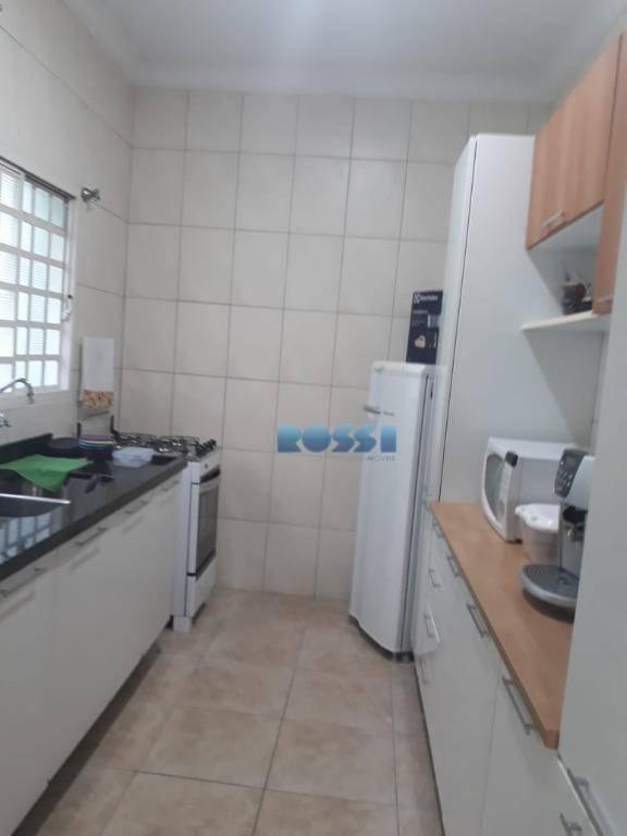 sobrado contendo 5 dormitórios, sendo 1 suíte, wc social, lavabo, sala living 2 ambientes, terraço amplo,...