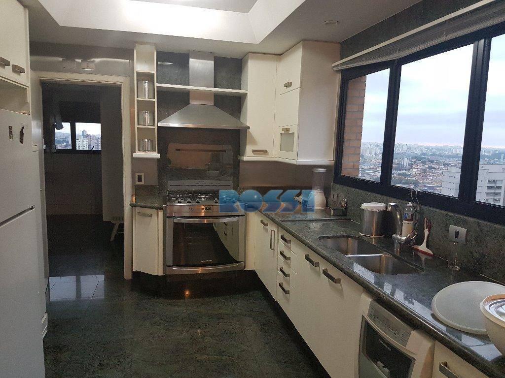 apartamento contendo 3 dormitórios com armários, sendo 2 suítes, uma delas com closet, hidro e ar...