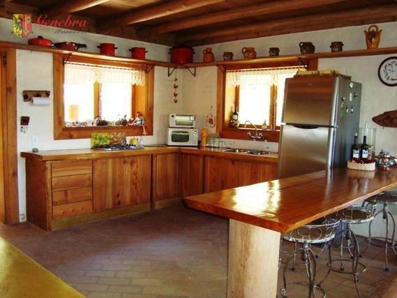 cozinha americana com fogão a lenha , sala de tv , casa de hóspede com sala...