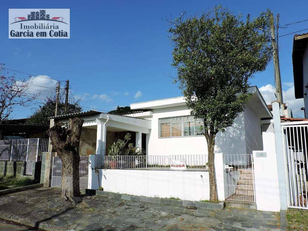 Casa residencial para locação, 3 dorms c/ armários e edícula