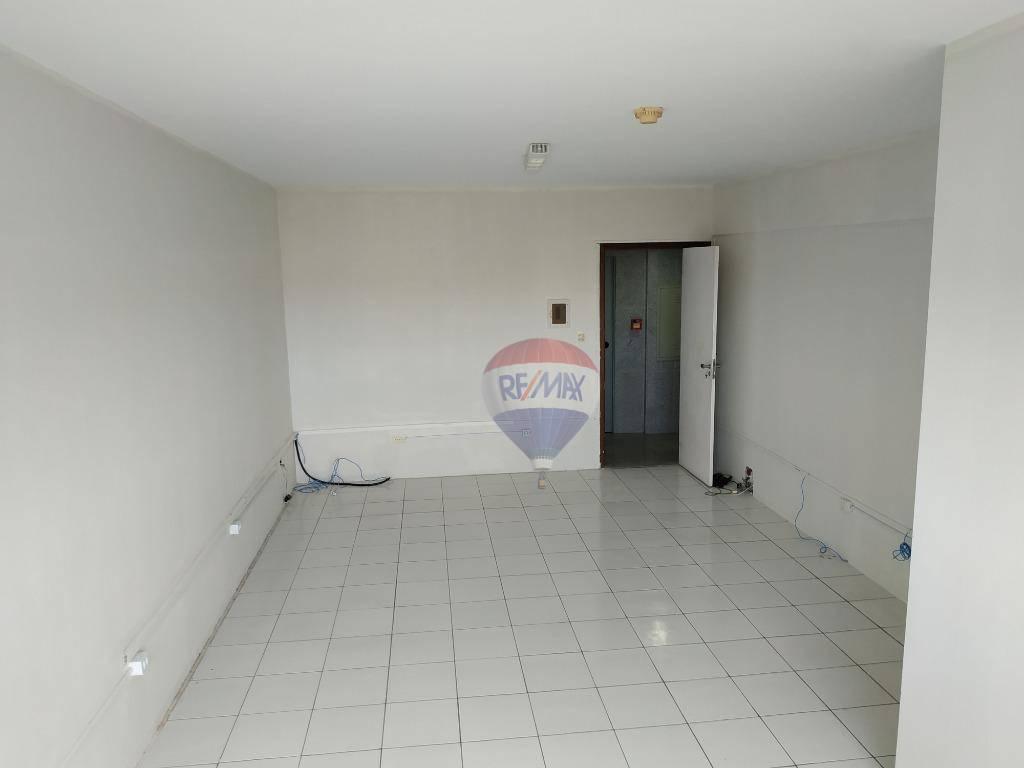 Sala com 32,00 m², ótima localização situado no polo hospitalar na Ilha do Leite Recife PE, à venda por R$ 220.000,00.