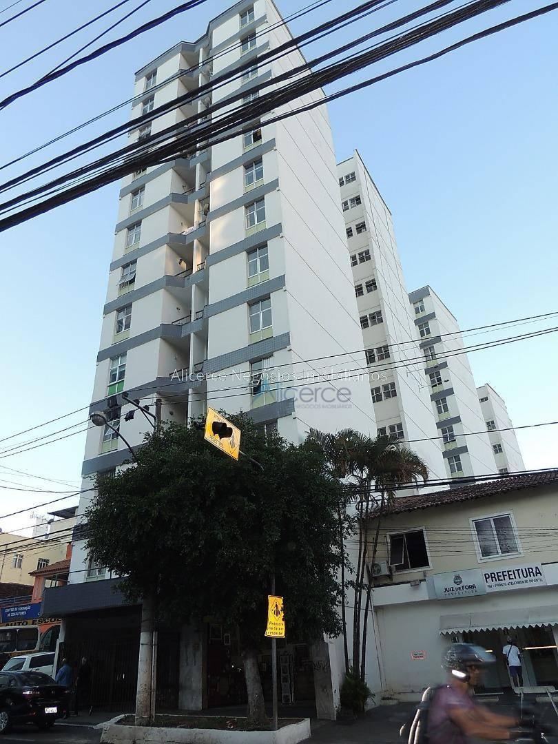 Apartamento com 1 dormitório para alugar, 55 m² por R$ 840/mês - Centro - Juiz de Fora/MG