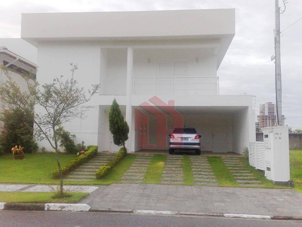 Sobrado de 3 Suítes em Condomínio Fechado no Guarujá