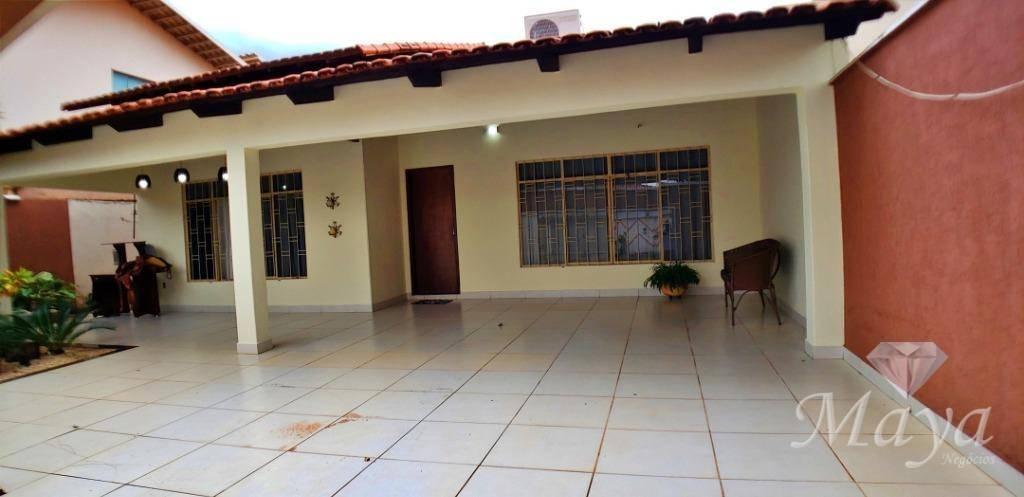 Casa 4 Quartos, sendo 2 Suítes, 220 m² na 110 Norte