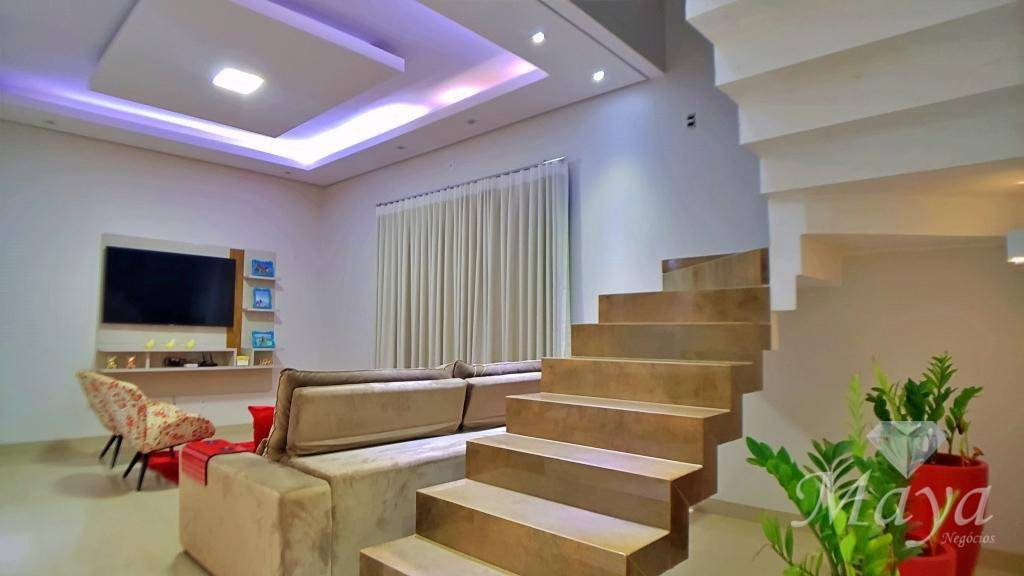 Sobrado 4 Quartos, 193 m² c/ quintal na à venda ALCSO 141B, próximo à Ulbra