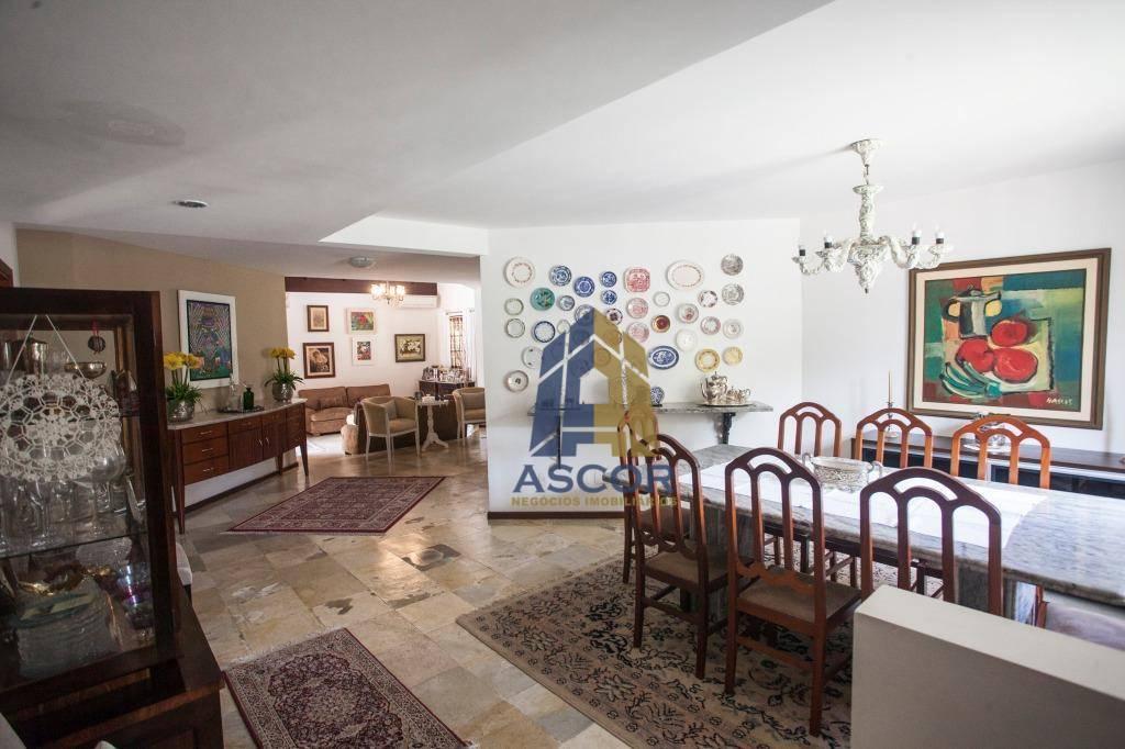 Charmosa casa de esquina, com uma fantástica área de festas. 3 suítes sendo uma master. -CA0203