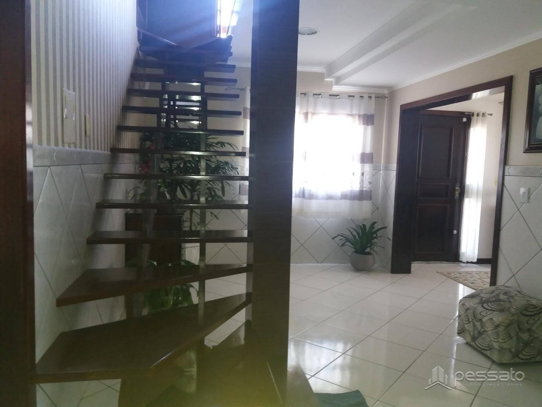 sobrado 3 dormitórios em Gravataí, no bairro Girassol