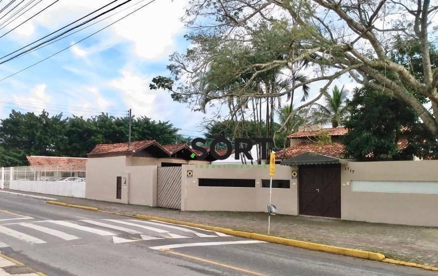 Casa, 1 Suíte, 2 Dormitórios, 4 Vagas, Camboriú.